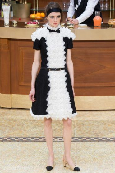 Chanel Fall-Winter 2015/16 Ready-to-Wear Fashion Show